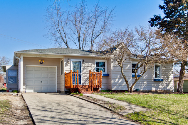 12 Pershing Ave, Lake In The Hills, IL