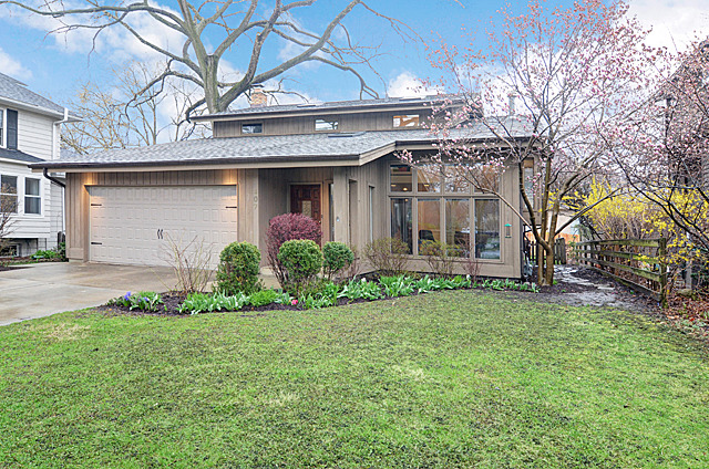 407 N County Line Rd, Hinsdale, IL