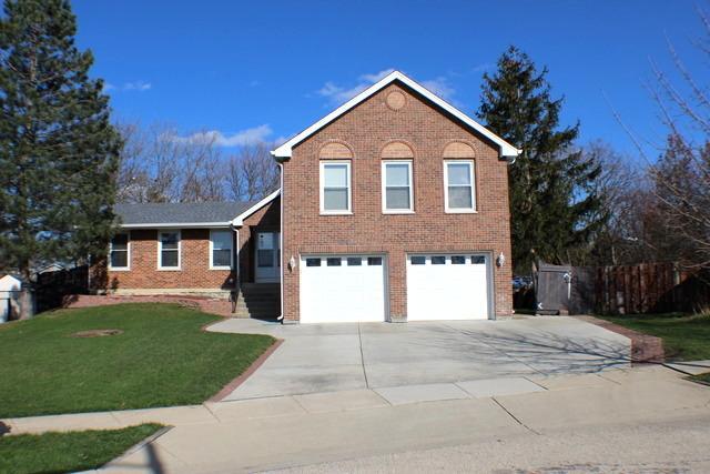 1037 Warwick Cir, Hoffman Estates IL 60169
