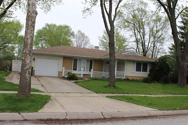 565 Oak St, Elk Grove Village, IL