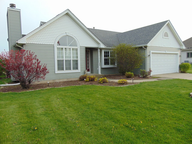 435 Feather Ln, Leland, IL