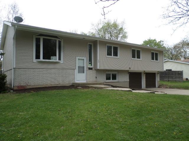 357 Buckingham Dr, Crystal Lake, IL