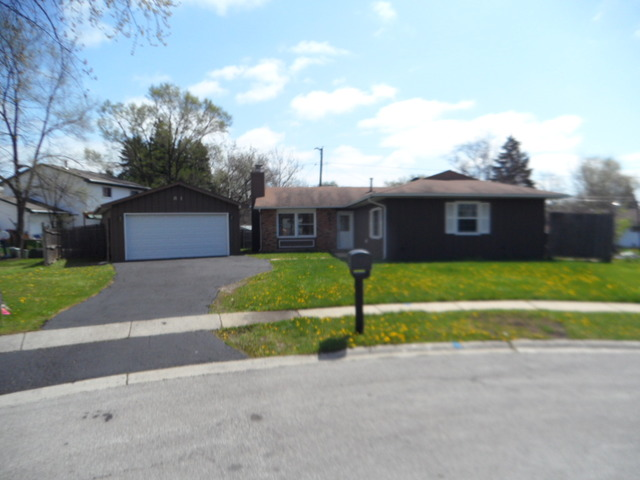 81 Poplar Ct, Glendale Heights, IL