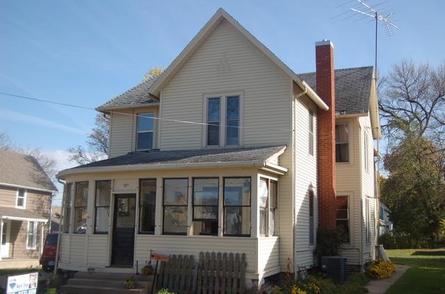109 N Wesley Ave, Mount Morris, IL