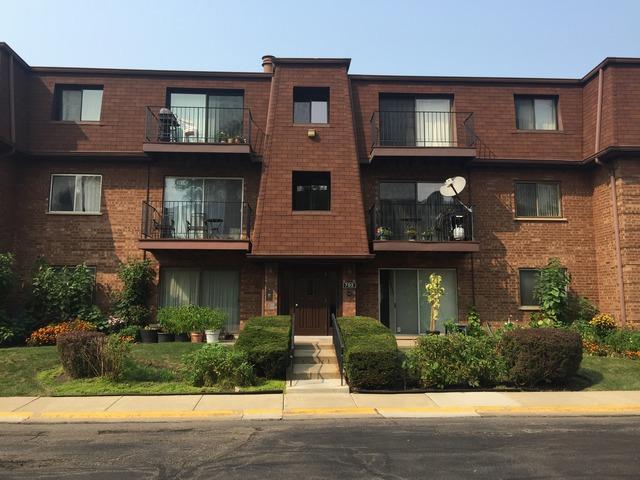 702 Cobblestone Cir #APT E, Glenview, IL