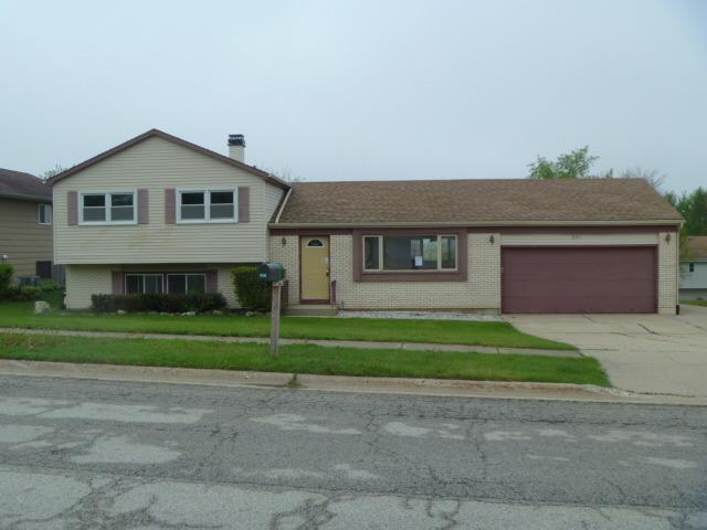 201 Canterbury Dr, Mchenry, IL