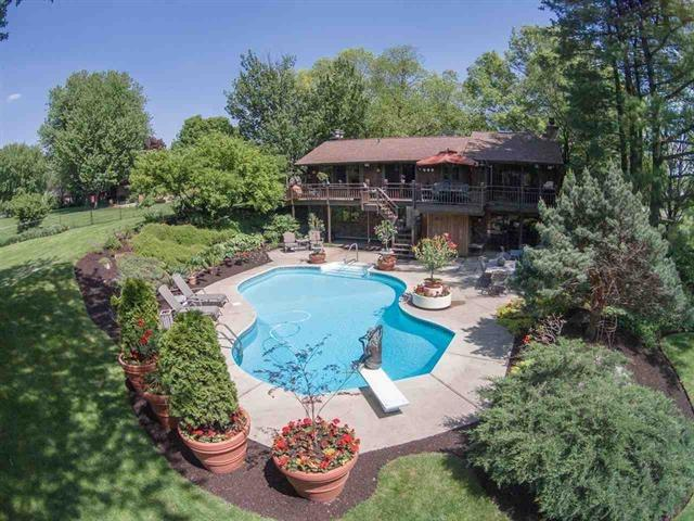 1652 Shaw Woods Dr, Rockford, IL