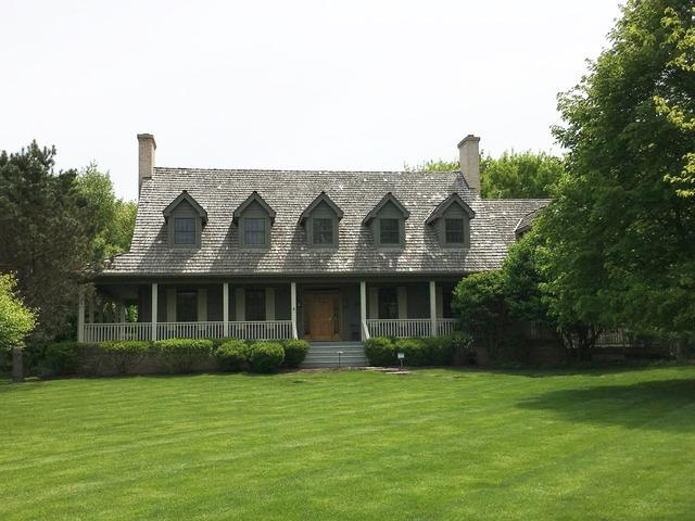 8743 Country Shire Ln, Spring Grove, IL