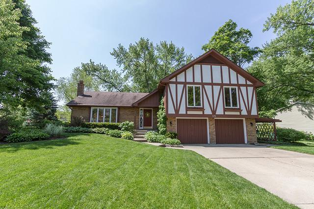 570 Tamarisk Ln, Crystal Lake, IL