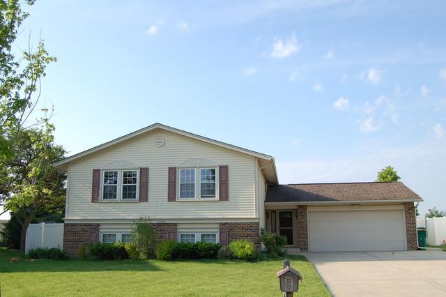 1070 Tennessee Ln, Elk Grove Village, IL
