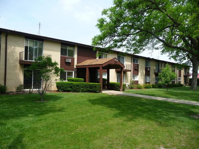 9588 N Terrace Pl #APT 2H, Des Plaines, IL