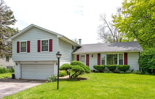 27 W047 Parkway Dr, Winfield, IL