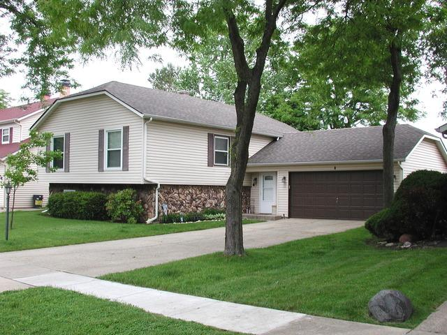 4 Spring Valley Ln, Streamwood, IL