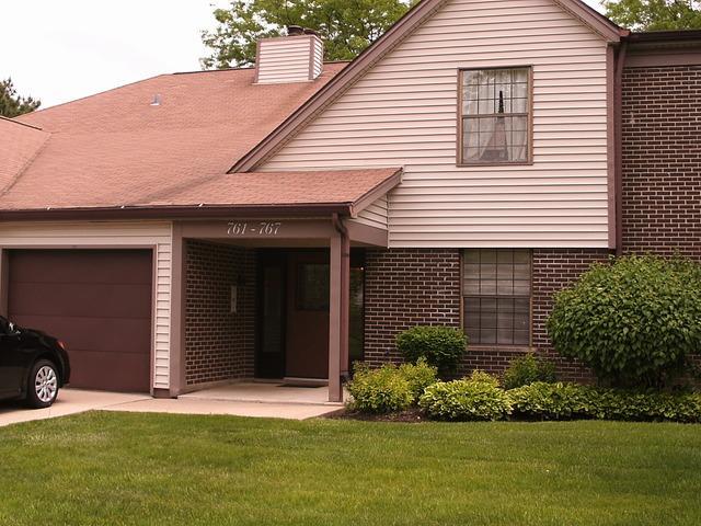 765 White Pine Rd #APT 765, Buffalo Grove, IL