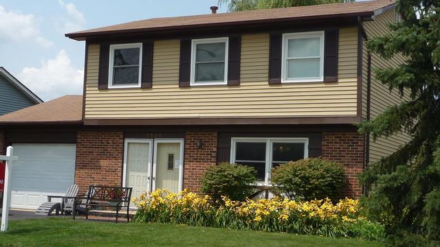 1580 Westbury Dr Hoffman Estates, IL 60192