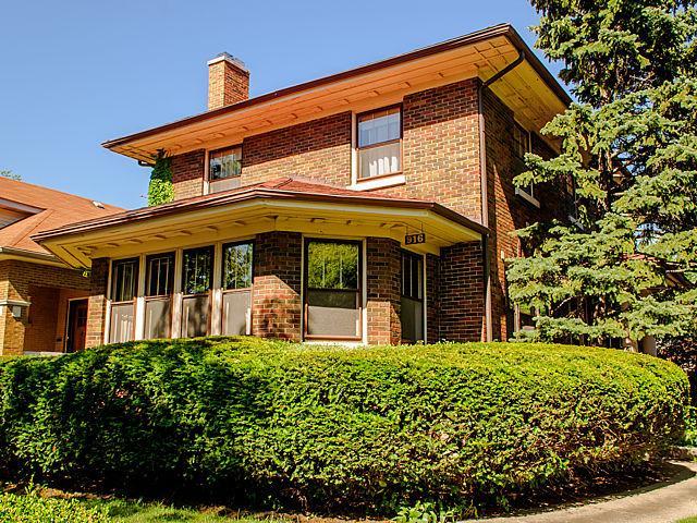 916 N Euclid Ave Oak Park, IL 60302