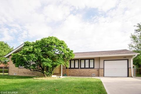 109 Landmeier Rd, Elk Grove Village, IL 60007
