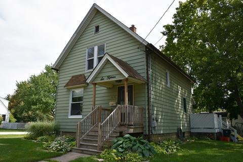 615 Jefferson Ave, Saint Charles, IL 60174