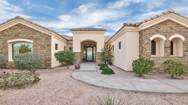8327 E Leonora St, Mesa, AZ 85207