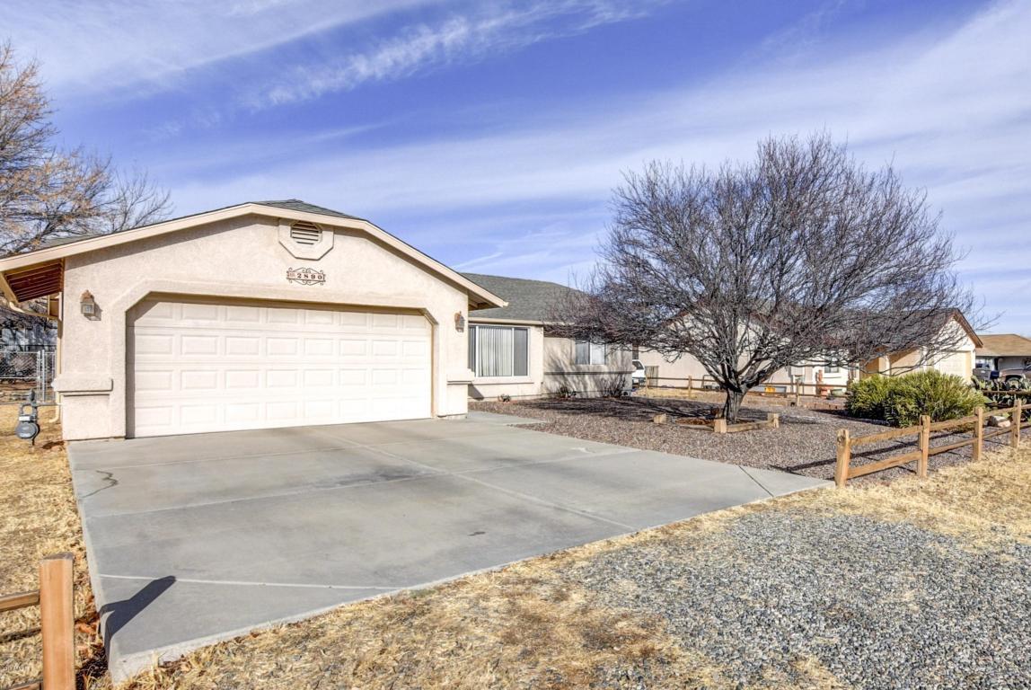 Garage Door beez garage door services pictures : 2890 N Indian Wells Dr, Prescott Valley, AZ 86314 MLS# 5713775 ...