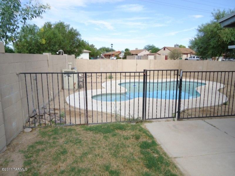 2521 W Vereda Roja, Tucson AZ 85746
