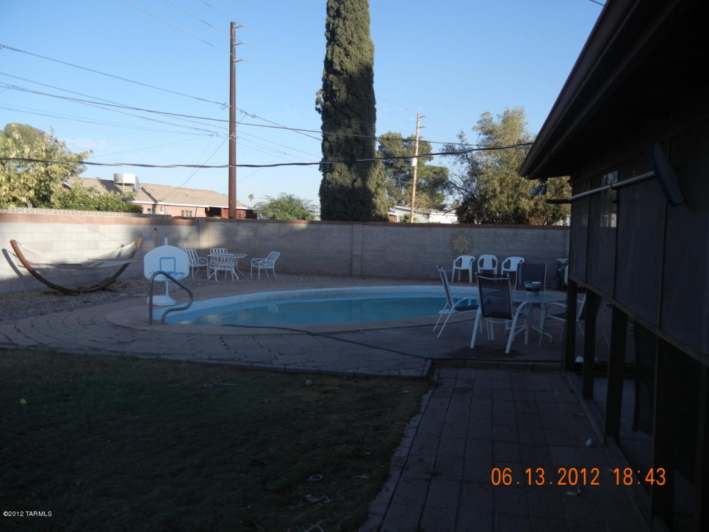 6433 E Barnan St, Tucson AZ 85710