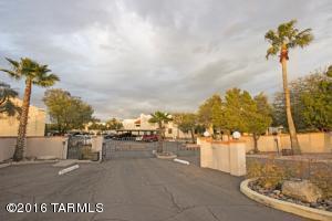 2486 N Ironwood Ridge Dr, Tucson AZ 85745