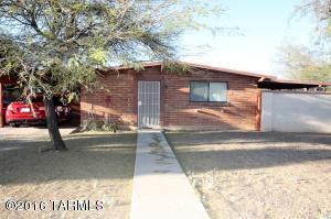6955 E Elbow Bay Dr, Tucson AZ 85710