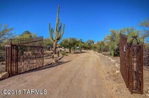 8700 N Burke Dr, Tucson, AZ