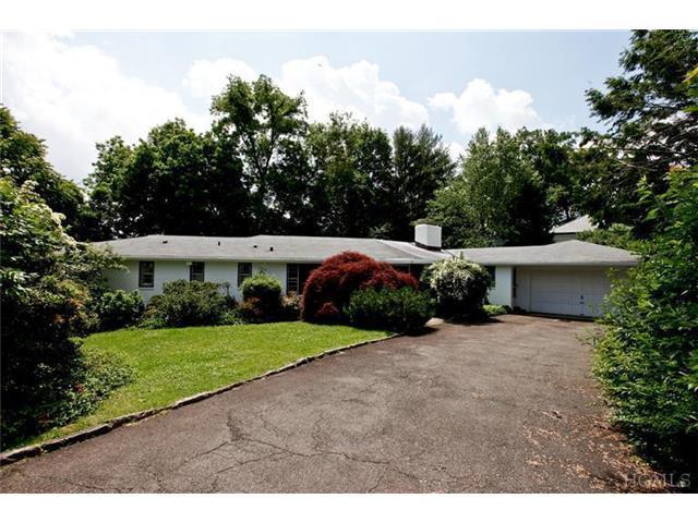 4 Beresford Ln, Larchmont NY 10538