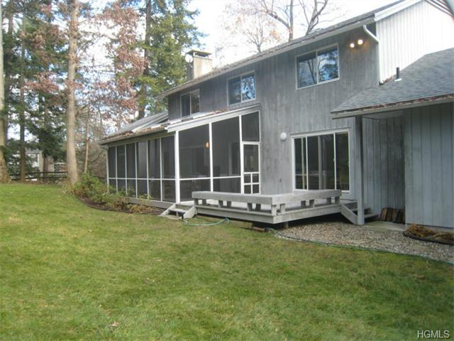 33 Brentwood Dr Poughkeepsie, NY 12603