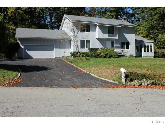 33 Brentwood Dr, Poughkeepsie, NY 12603
