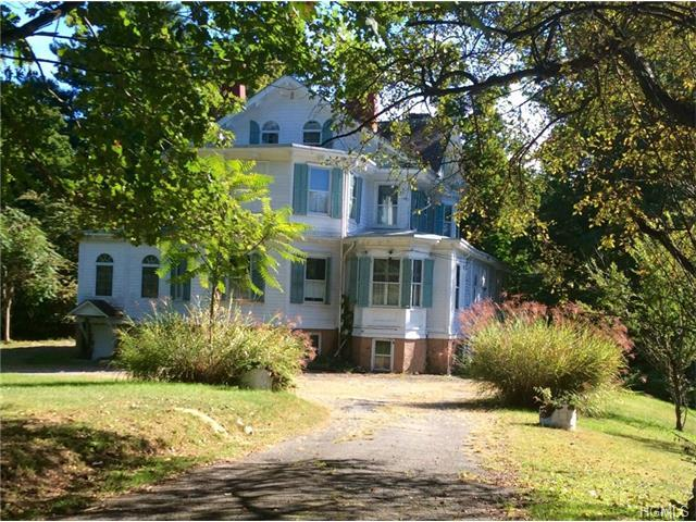20 Riverview Cir, Poughkeepsie, NY 12601