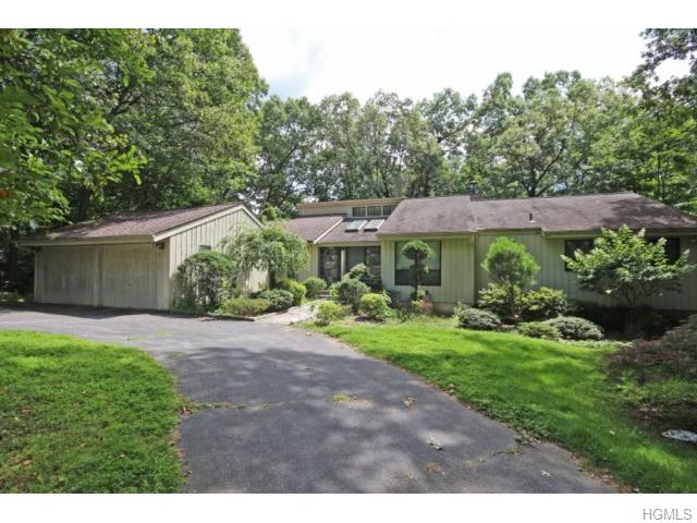 99 Law Rd, Briarcliff Manor, NY