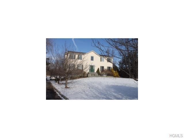 36 White Oak Cir, Wingdale, NY 12594