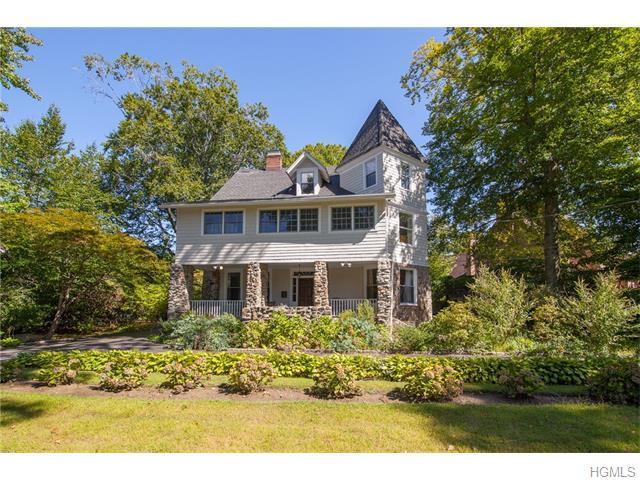 1364 Manor Cir, Pelham, NY 10803