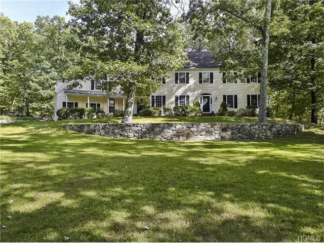 5 Twin Ponds Dr, Bedford Hills, NY 10507