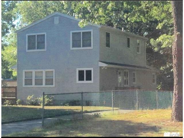 95 Deck St, Riverhead NY 11901