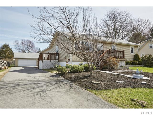 66 Manor Ln, Middletown, NY