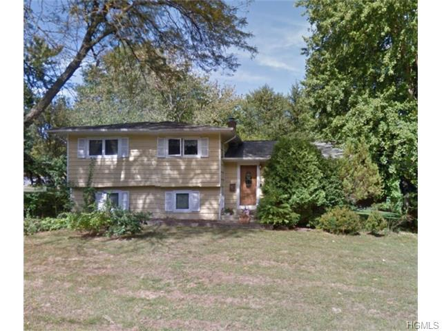 102 Foxwood Rd, West Nyack, NY 10994