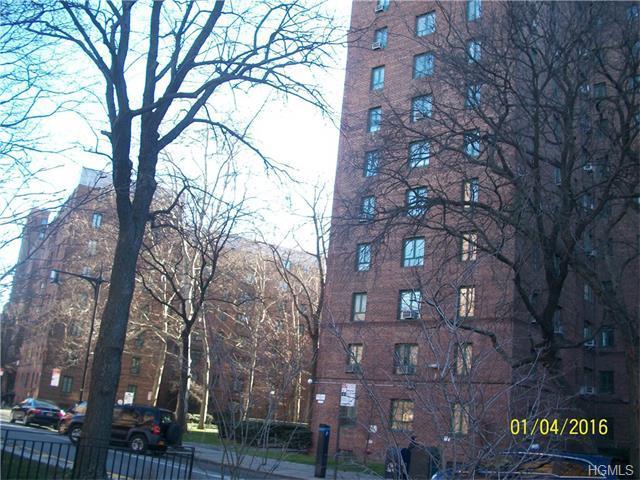 34 Metropolitan Oval #APT 4B, Bronx NY 10462