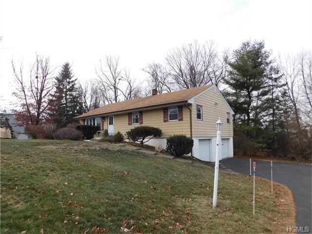 11 Lakeview Dr, Newburgh, NY