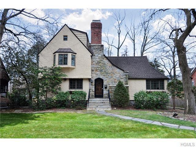 184 E Hickory Grove Dr, Larchmont NY 10538