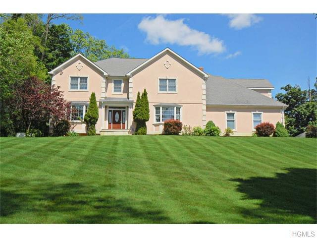 14 Country Club Rd, Hopewell Junction, NY