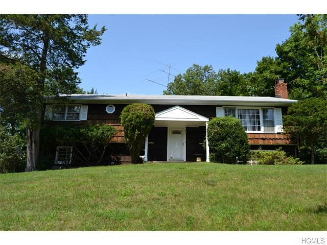 35 Charlotte Dr, Spring Valley, NY 10977