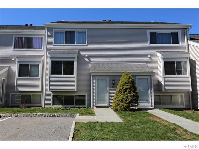 29 Cheshire Ln, Yorktown Heights, NY 10598