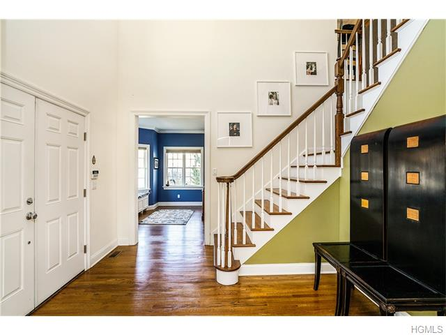 2 Stonegate Court, White Plains, NY 10605