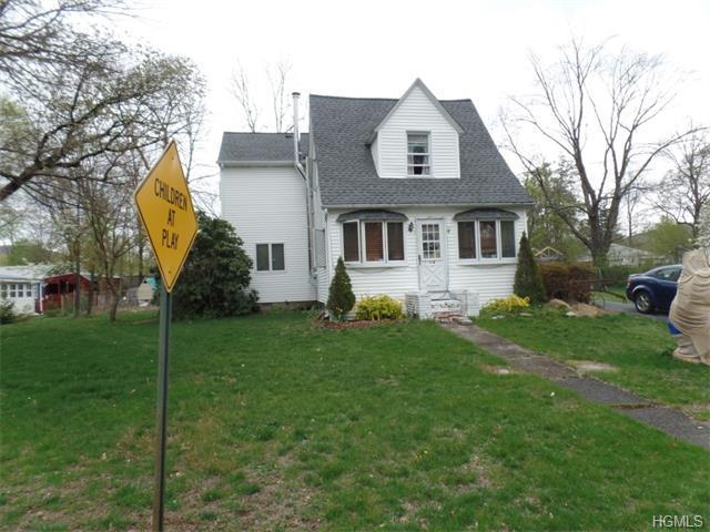 14 Oak St, Greenwood Lake, NY 10925
