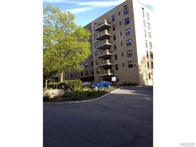 35 Stewart Pl #307, Mount Kisco, NY 10549