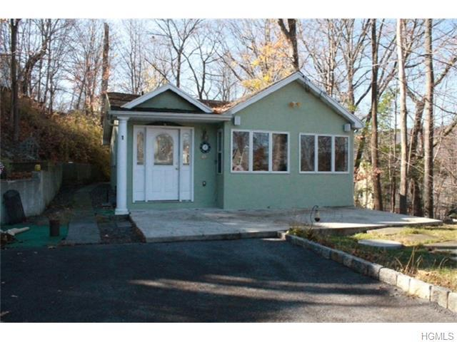 1 Wah Ta Wah Dr, Greenwood Lake, NY 10925